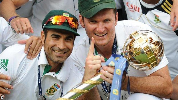 South Africa captain Graeme Smith (right) and Imran Tahir (left) with the ICC mace