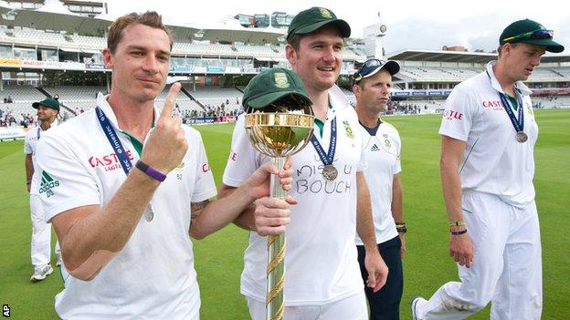 Dale Steyn and Graeme Smith with the ICC mace
