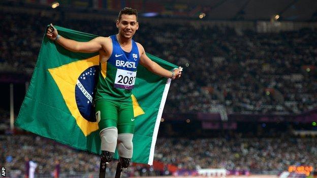 Alan Oliveira after winning gold