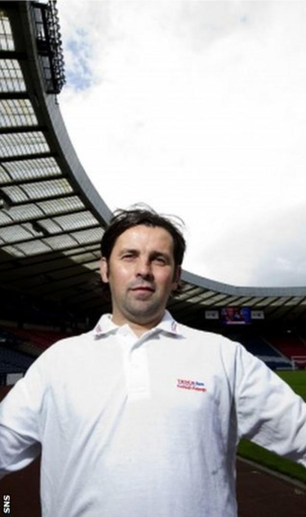 Hartley believes Levein can win over the fans and turn Hampden boos into cheers