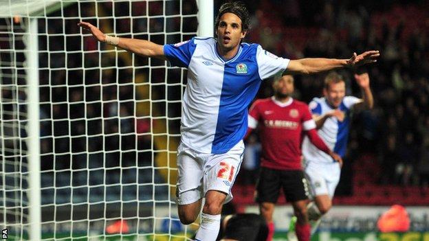 Nuno Gomes scores for Blackburn