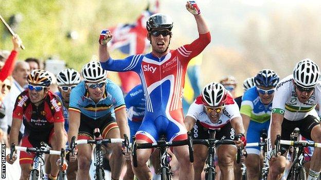 Mark Cavendish wins the 2011 World Championship Elite Road Race