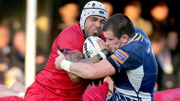 Netani Talei is tackled by Leinster's Shane Jennings