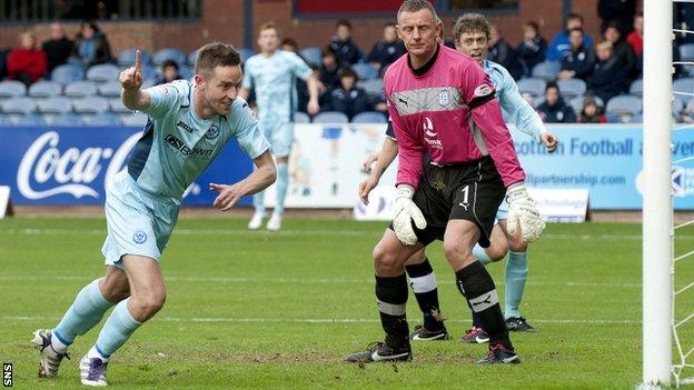 St Johnstone's Steven MacLean celebrates after scoring against Dundee
