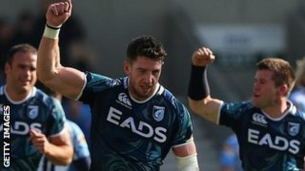Alex Cuthbert (centre) celebrates another score against Sale