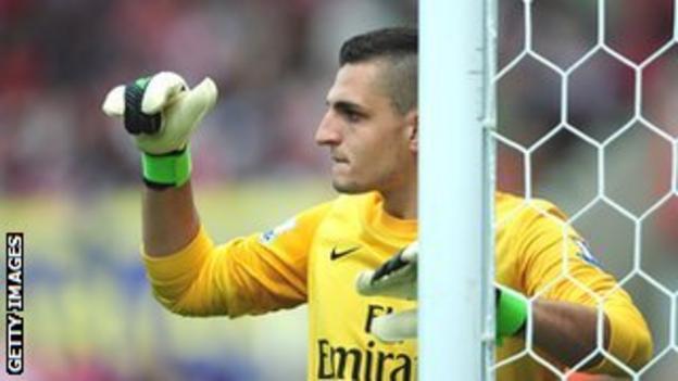 Arsenal keeper Vito Mannone