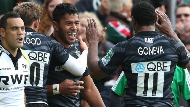 Verenki Goneva congratulates Manu Tuilagi on his first try