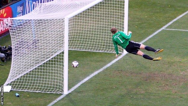 Manuel Neuer is beaten by Frank Lampard's shot at the World Cup of 2010
