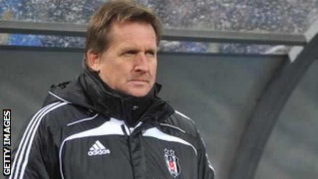 Schuster in the dugout at Besiktas