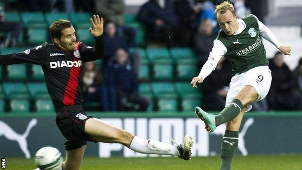 Leigh Griffiths scores for Hibernian against St Mirren
