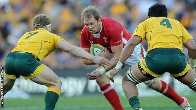 Alun Wyn Jones takes on the Australia defence