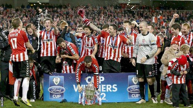 Derry celebrate wining the FAI Cup