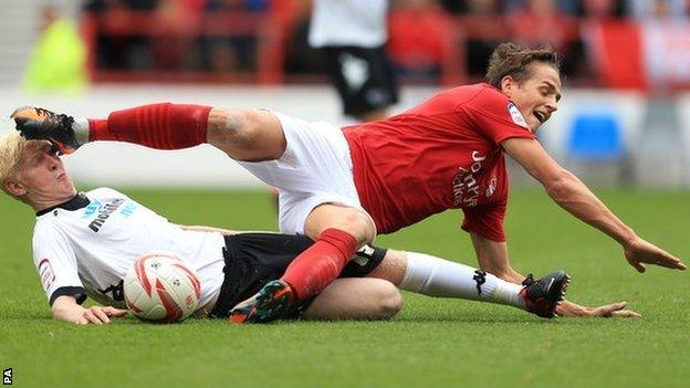 Will Hughes tussles with Nottingham Forest's Chris Cohen