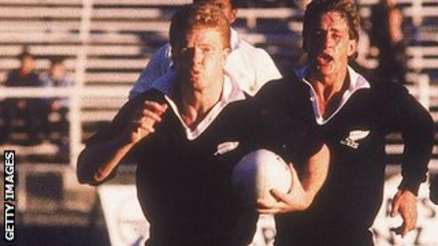 John Gallagher (left) runs with the ball for New Zealand in the 1987 World Cup