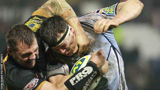 Robin Copeland is tackled by Wasps' Tinus Du Plessis