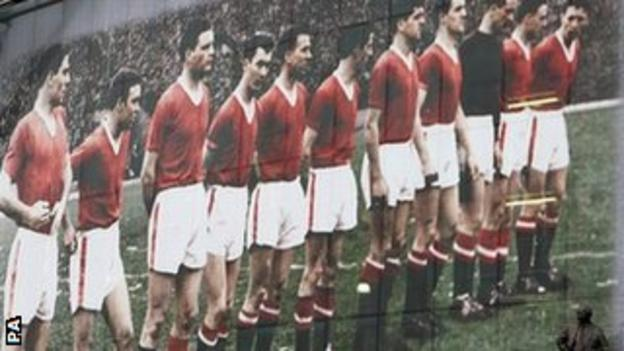 Kenny Morgans (fourth from left) was a member of Manchester United's legendary Busby Babes