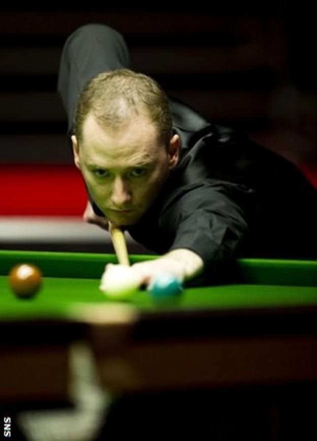 Graeme Dott in action against Neil Robertson at Glasgow's SECC in 2010