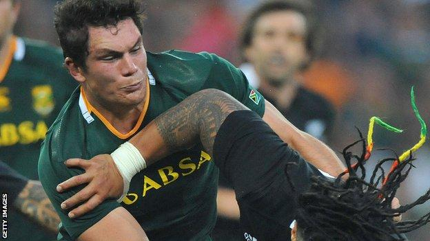 Francois Louw tackles New Zealand's Ma'a Nonu during this year's rugby Championship