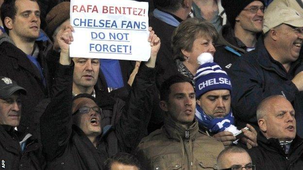 Chelsea fans display their anger towards Rafael Benitez