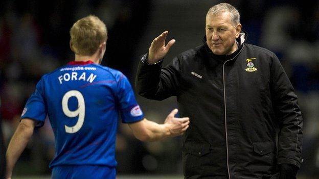 Terry Butcher congratulates Aaron Doran on his performance against Hibs