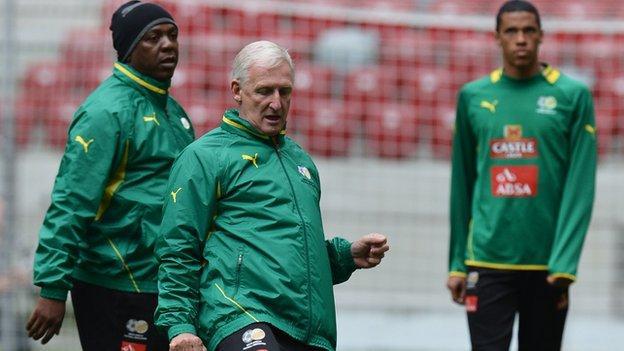 South Africa coach Gordon Igesund (centre)