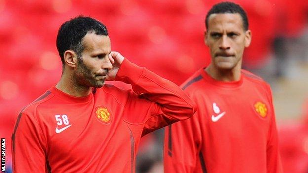 Ryan Giggs (l) and Rio Ferdinand