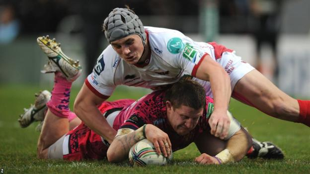 Scarlets centre Jonathan Davies is unable to stop Simon Alcott scoring as Exeter Chiefs build an early lead in their Heineken Cup game at Sandy Park