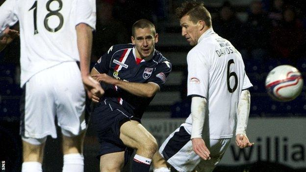 Gary Glen scores for Ross County against Dundee