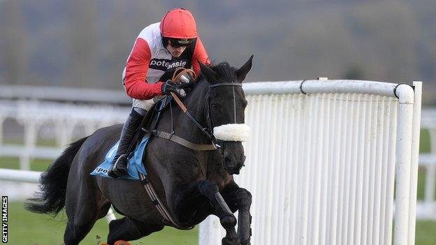 Ruby Walsh rides Big Buck's to his 18th victory