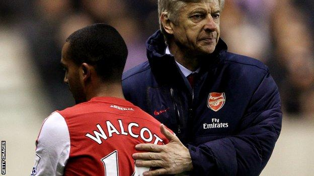Arsenal manager Arsene Wenger hopes Theo Walcott will sign a new contract with the Gunners.