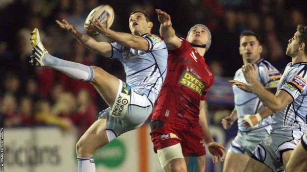 Jason Tovey comes under pressure from Jonathan Davies