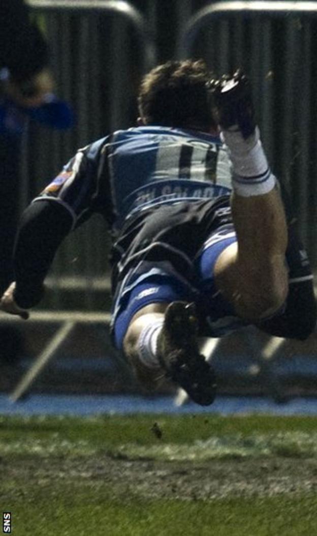 Van der Merwe flies over the line to score for Glasgow