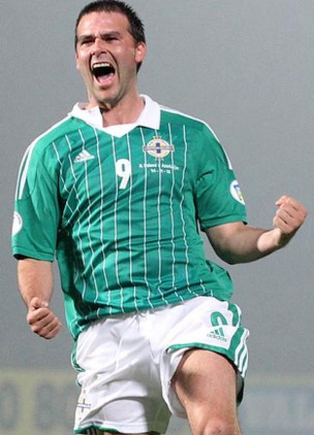 David Healy's late goal salvaged a home draw against Azerbaijan