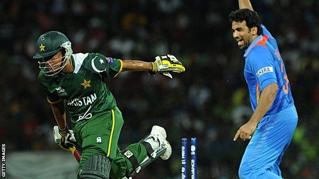 India's Zaheer Khan (right) with Pakistan's Yasir Arafat