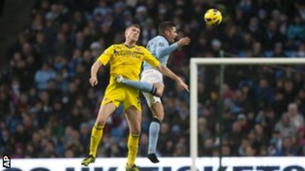 Manchester City's Javi Garcia (right) and Reading's Pavel Pogrebnyak