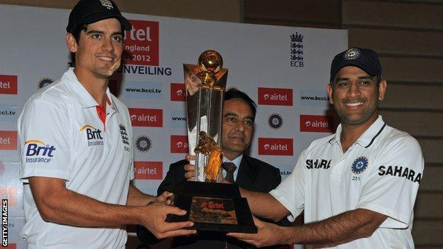 Captains Alastair Cook and Mahendra Dhoni with the Test series trophy