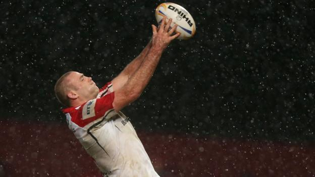 Lewis Stevenson wins a lineout in the rain