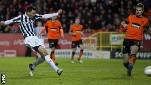 Steven Thompson scores for St Mirren against Dundee United