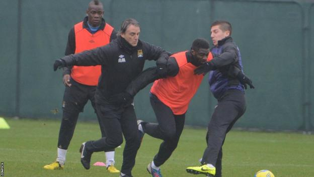 Mario Balotelli (far left) and Roberto Mancini (second left)