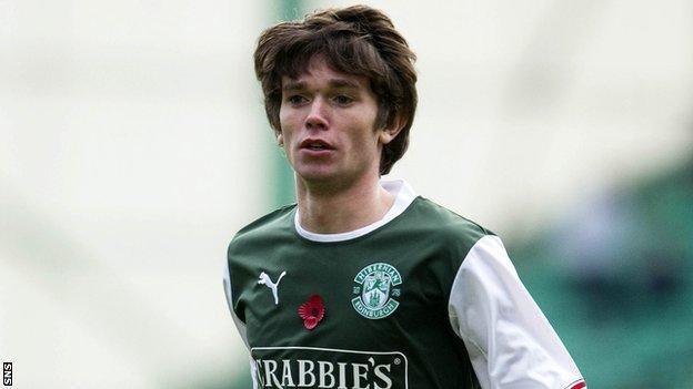 Hibs teenager Sam Stanton is joining Cowdenbeath on loan