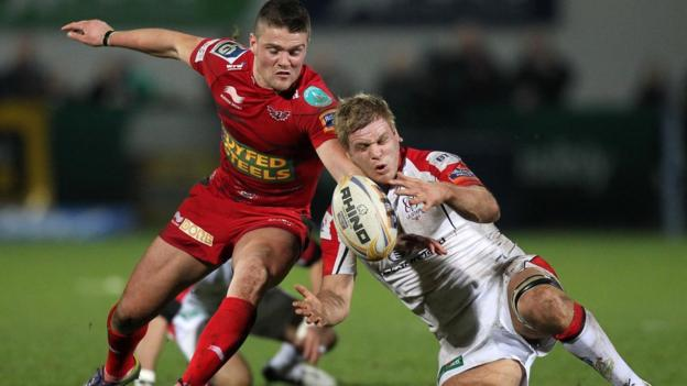 Scarlets scrum-half Tavis Knoyle attempts to get the ball before Ulster skipper Chris Henry at Ravenhill