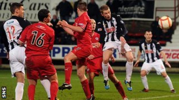 Dunfermline and Raith Rovers players