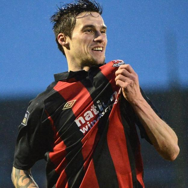 Declan Caddell scored the winner for Crusaders as they beat Glenavon 3-2 at Mourneview Park