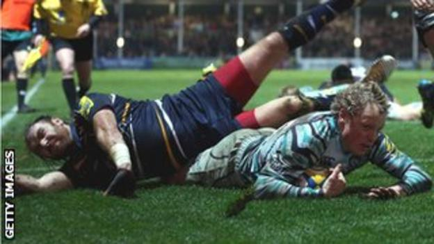Andy Goode collides with Leicester wing Scott Hamilton as he scores on Friday