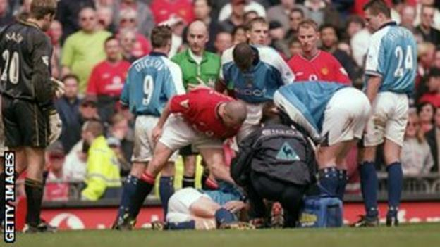 Alf-Inge Haaland is tackled by Roy Keane