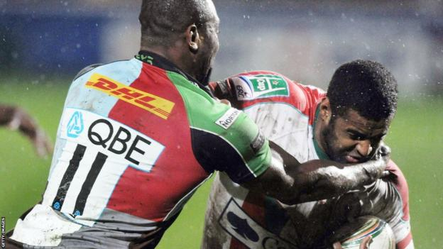 Biarritz's Welsh wing Aled Brew takes on Harlequins' Ugo Monye