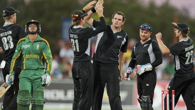 New Zealand celebrate a wicket