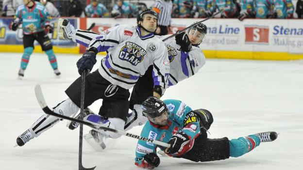 Jeff Mason of the Belfast Giants in action against Davide Nicoletti (left) and Steve Birnstill of the Braehead Clan