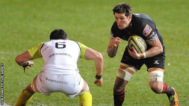 Dragons' Ieuan Jones takes on Jonathan Thomas