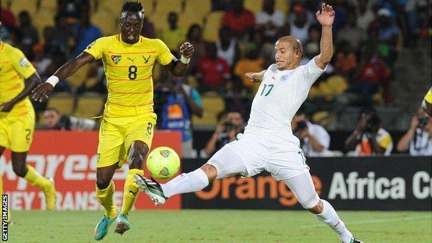 Algeria midfielder Adlene Guedioura (R) challenges Togo's Komlan Amewou